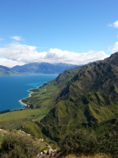 The picturesque slopes along Lake Hawea